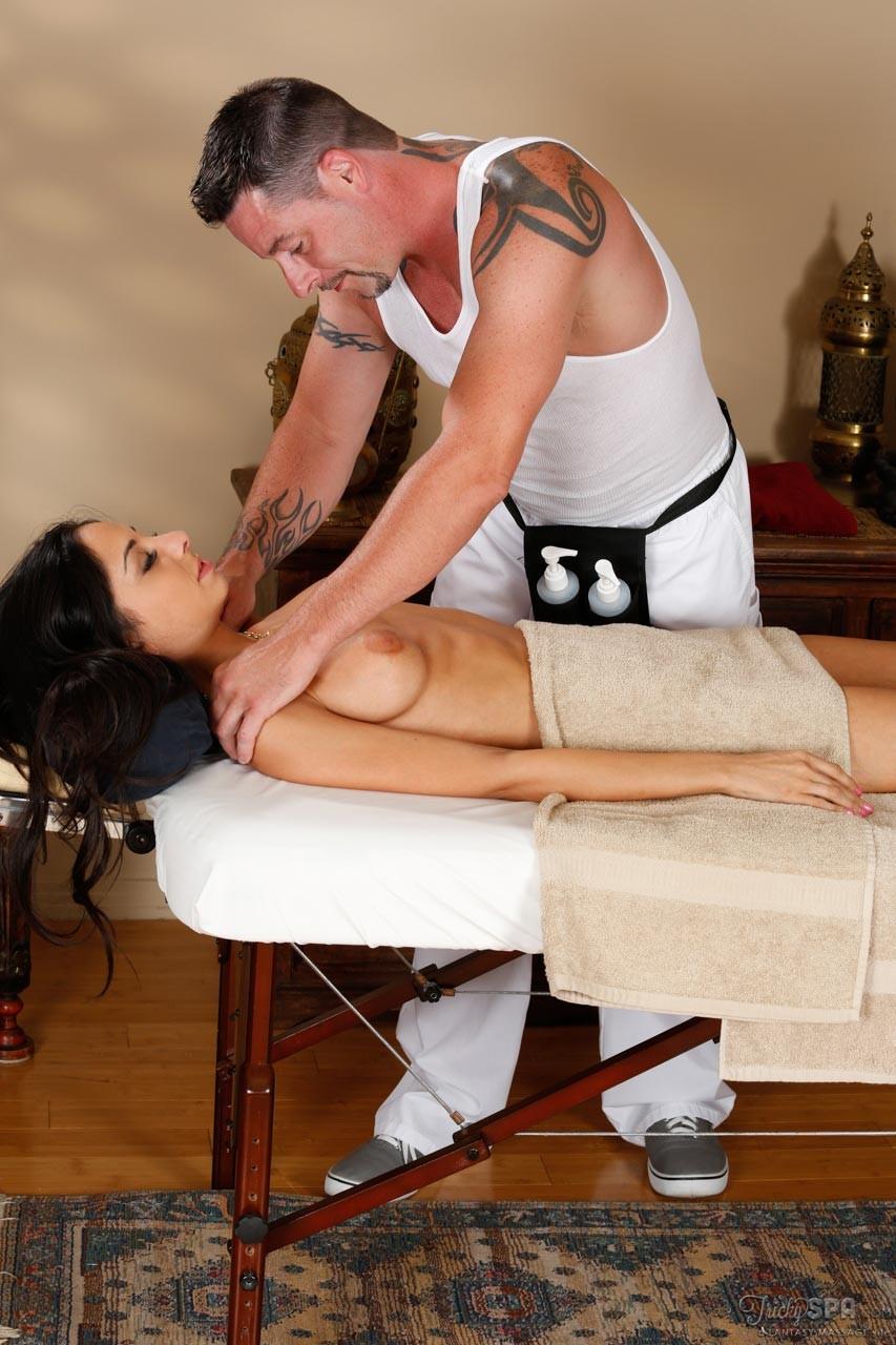 Erotic massage Upper Saint Clair
